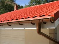 Водоотвод с крыши (77 фото): проектирование и монтаж системы отвода воды
