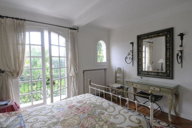 bedroom-master-french-country-interiors