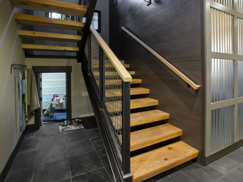 dh2014_first-floor-hallway-01-epp4344-stairs-toward-pet-alcove_h-jpg-rend-hgtvcom-1280-960
