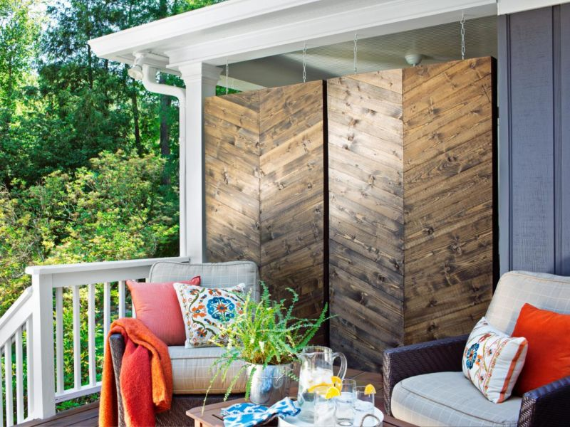 original_brian-patrick-flynn-herringbone-privacy-screen-beauty-front-porch_s4x3-jpg-rend-hgtvcom-1280-960