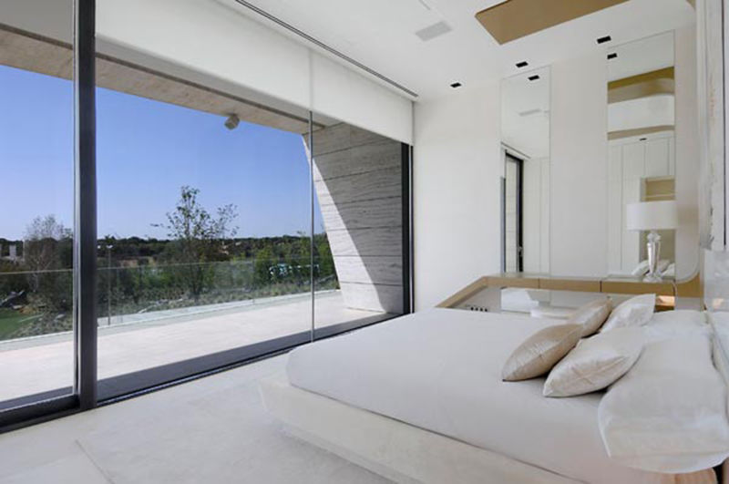 clean-and-clear-bedroom-country-house-layuots