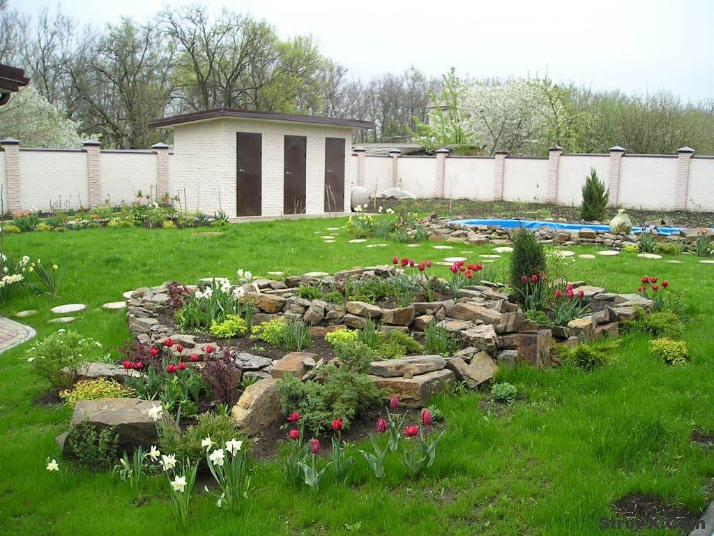 Как благоустроить двор дома своими руками