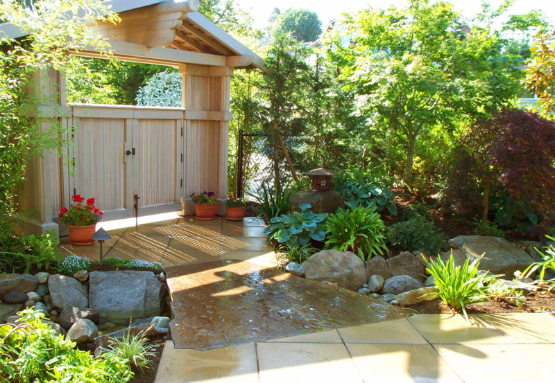 modern-backyard-entry1