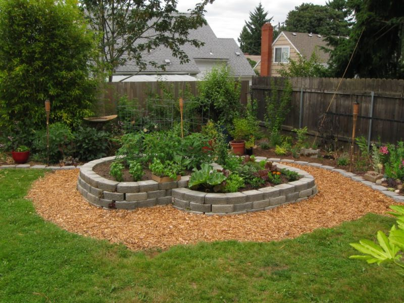 simple-landscaping-ideas-using-mulch-_12962_1600_1200