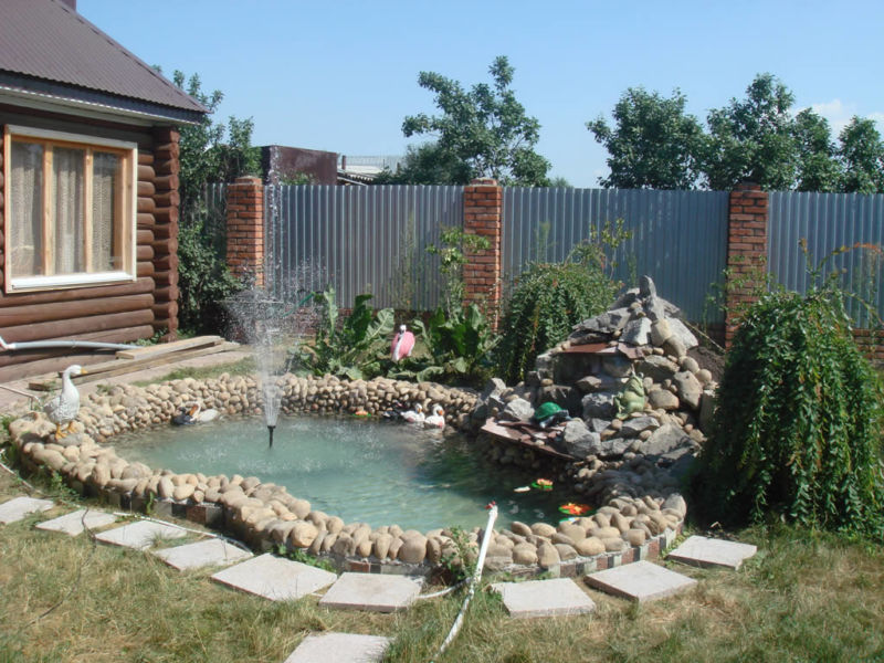 dekorativnyj-bassejn-s-fontanom