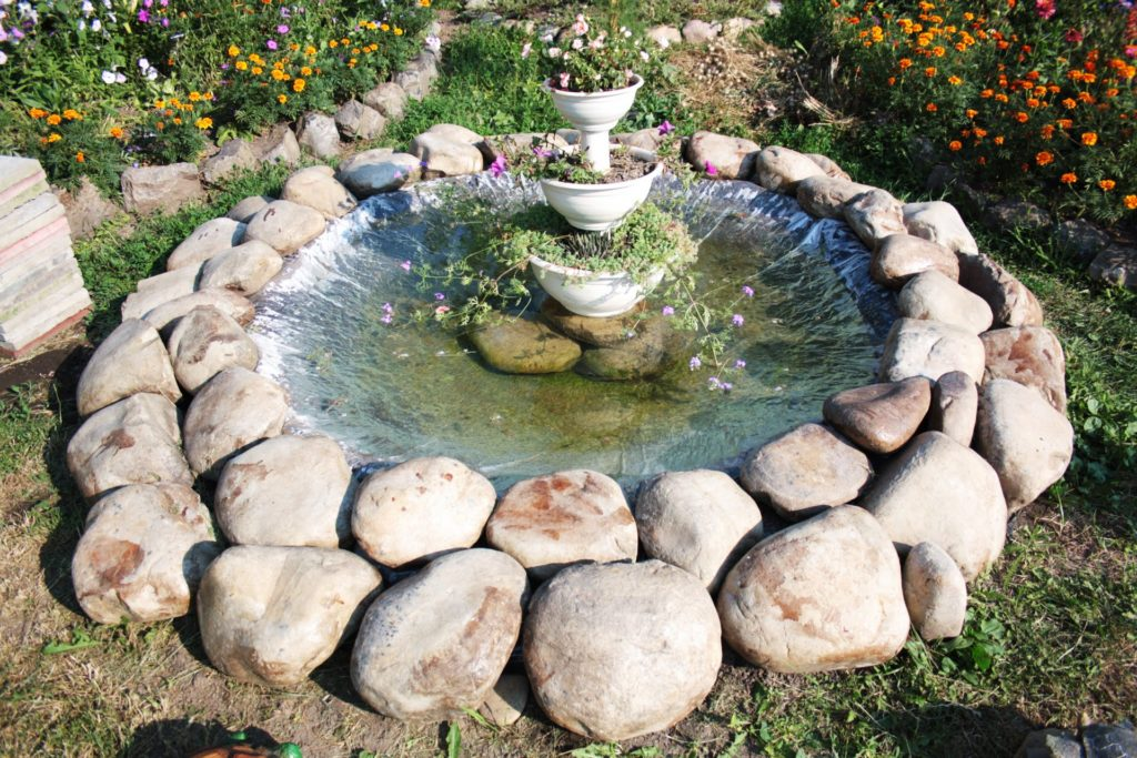 Клумбы из больших камней своими руками фото 79