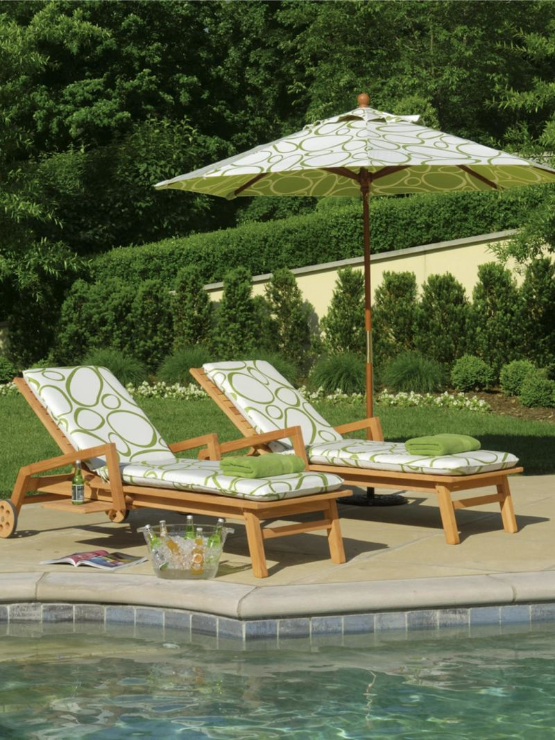 ci-oxford-garden_chaise-_lounges-by-pool_s3x4-jpg-rend-hgtvcom-1280-1707
