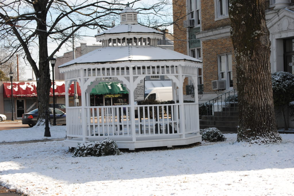 courthouse_gazebo_in_winter