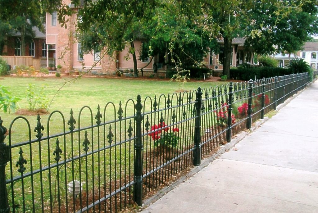 decorative-metal-garden-fencing-panels