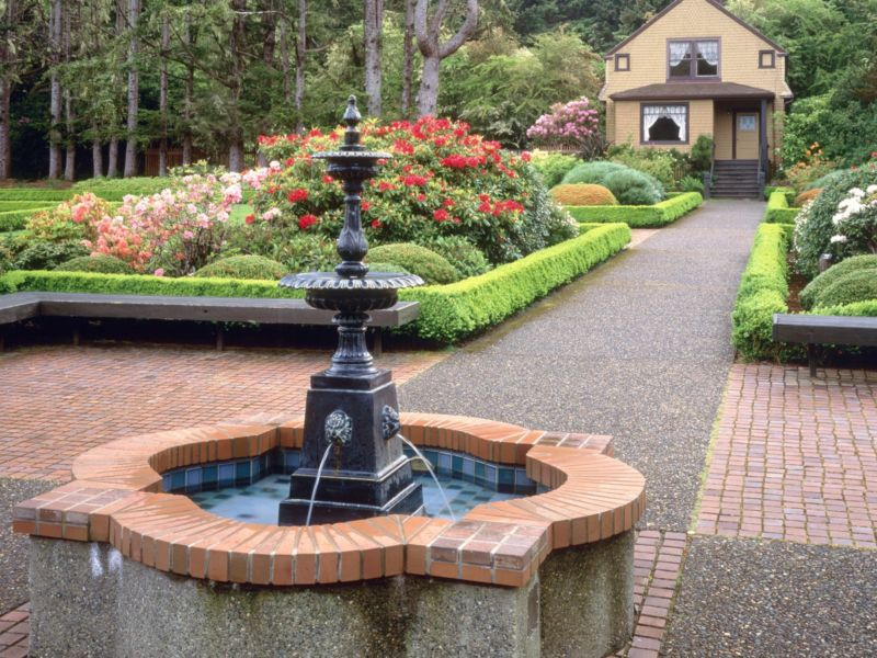 gardens-fountain-and-garden-house-shore-acres-state-park-oregon