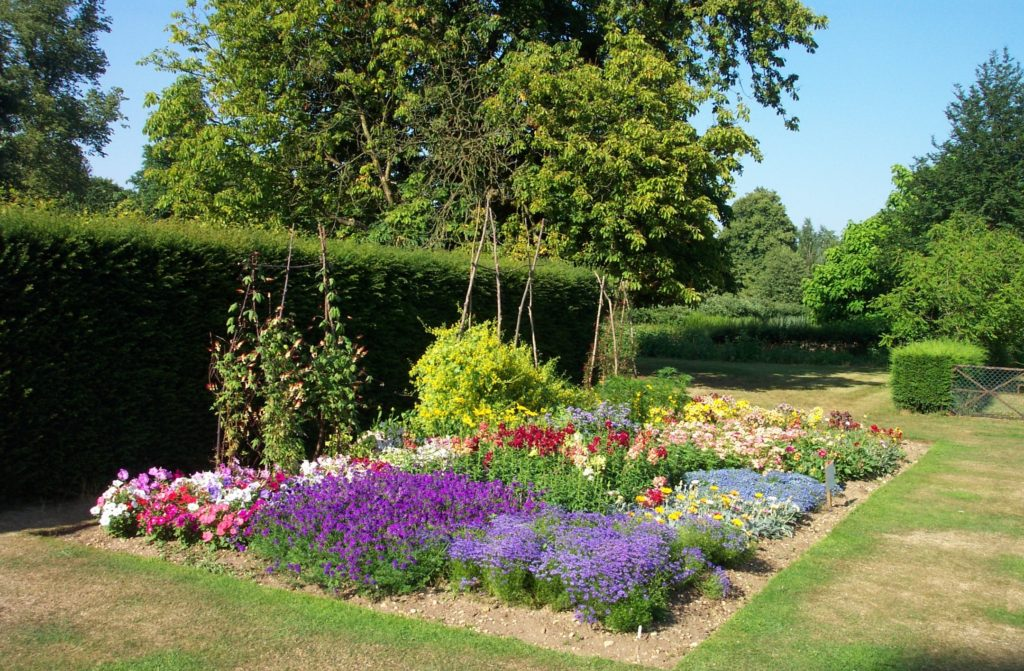harris_garden_flower_bed