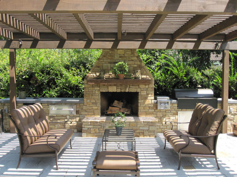 pasadena-specified-the-fireplace-surround-bbq-area-trellis-and-hardscape-for-this-outdoor-room1-1024x768