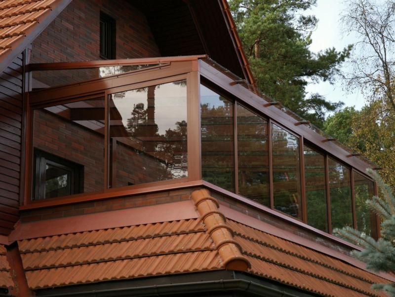 balkon-na-dache-svoimi-rukami-nad-verandoy