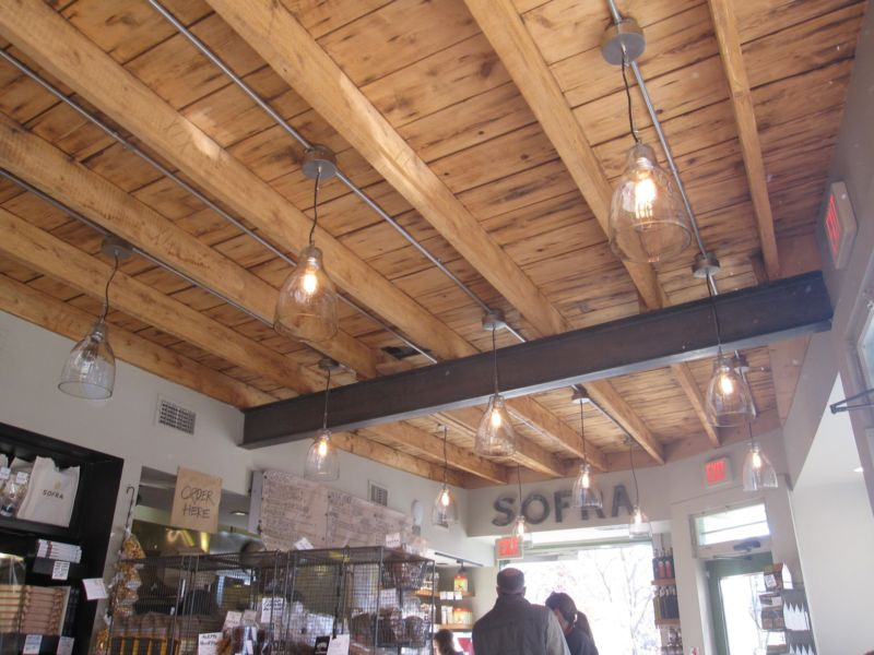 exposed-beam-ceiling-homes