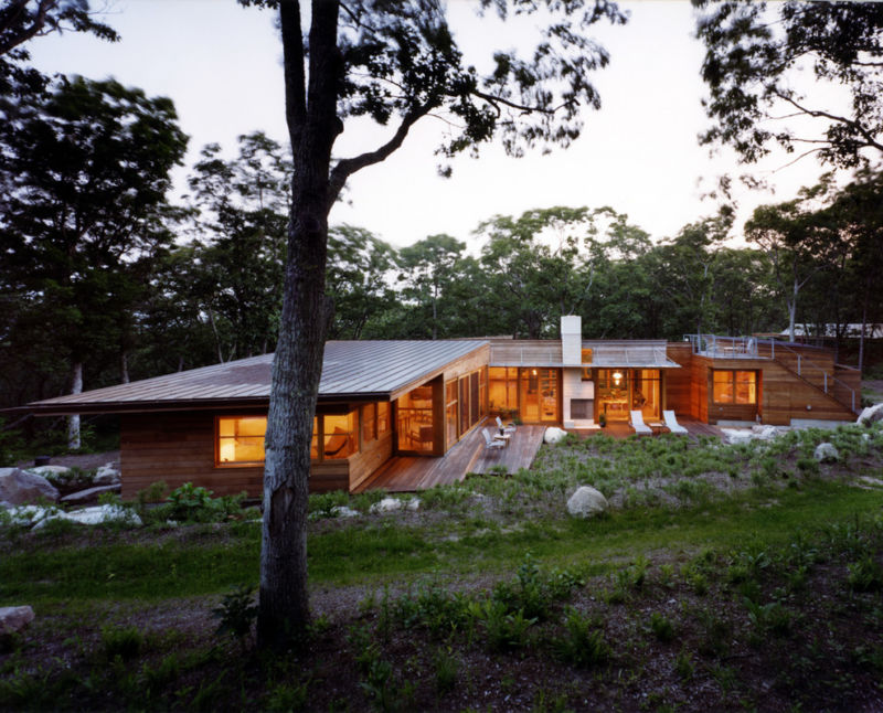 flat-roof-homes-with-wood-house
