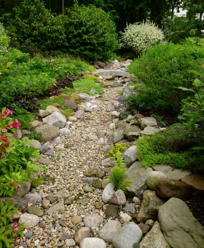 garden-dry-creek-bed-19