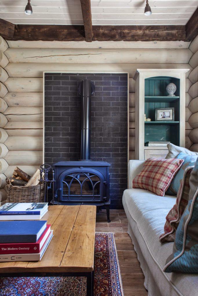 Интерьеры с чугунными печами в деревянном доме
