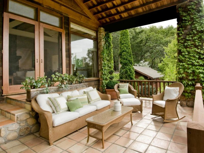 istock-9413506_front-porch-mexican-tile_s4x3-jpg-rend-hgtvcom-1280-960