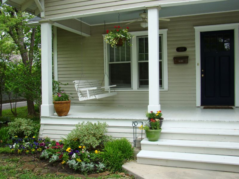 white-front-porch-design-l-4ce94fa93cbc0bbc