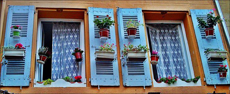 Кирпичный дом без окон