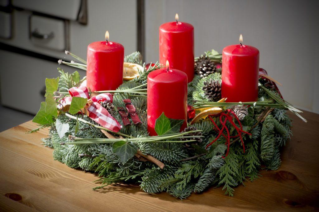 красивый декор свечей к новому году