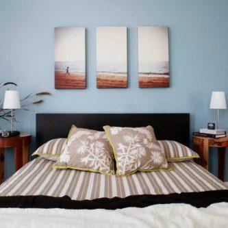 картины в спальне дома
