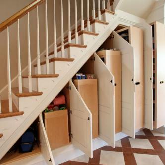 Лучшие идеи,  как оформить подлестничное пространство в частном доме